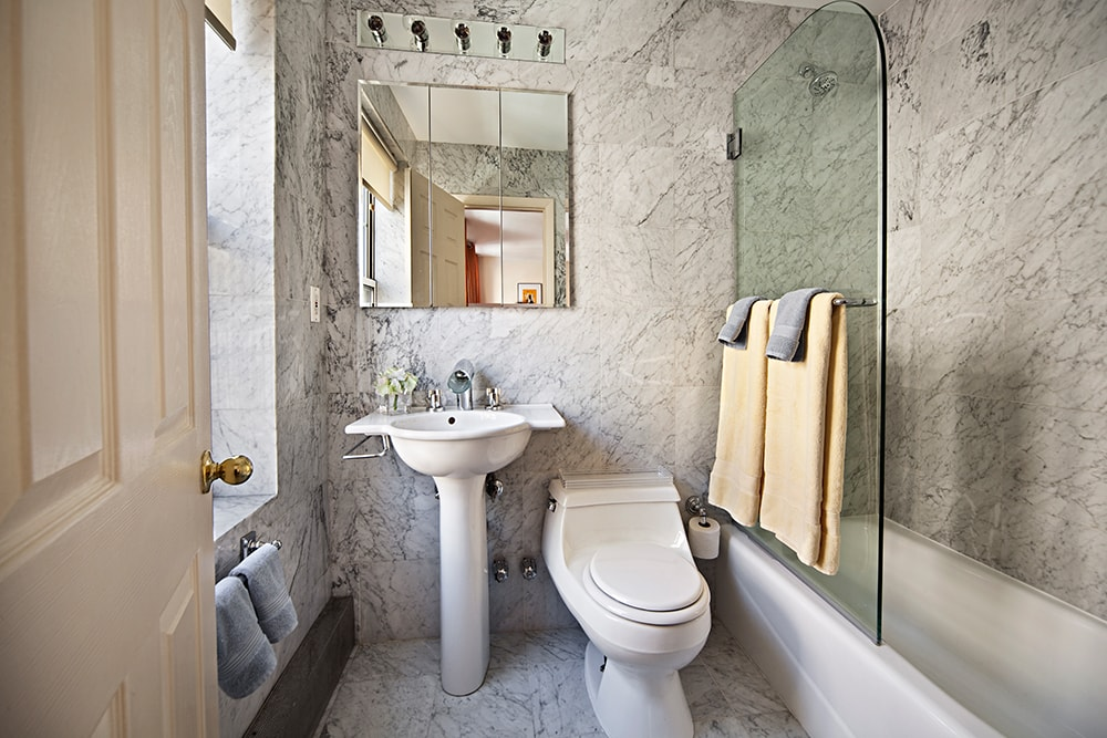 Modern Bathroom in NYC Holiday Apartments